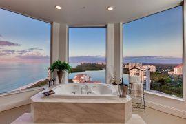 家がリゾートに変わるような海が見えるバスルーム。家から出なくなること間違いなしです笑